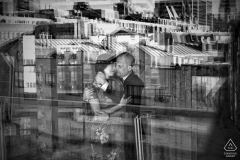 Kanada-Verlobungssitzung - verbinden Sie zusammen in der Eigentumswohnung im alten Hafen von Montreal