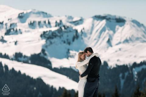 Photographe pré-mariage française à megeve, Alpes françaises | portraits d'hiver pour les fiancés