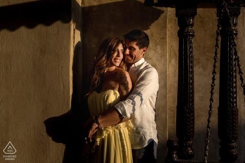Portraits vor der Hochzeit in Dubai - Verlobungsfotoaufnahme in der Sonne