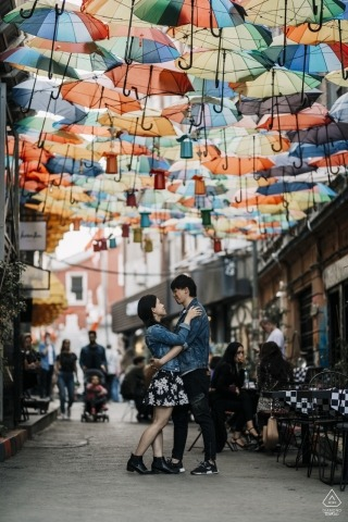 İstanbul, Turkey Engagement Photographer - On the road with umbrella