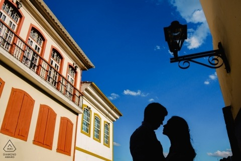 Ouro Preto engagement portrait session captured the couple as silhouettes against a bright blue sky