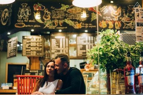 Ruse, Bułgaria - Miłość para portret w barze