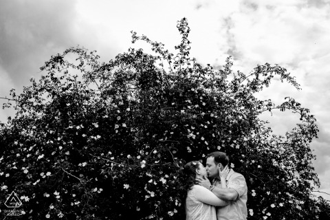 Engagement Shooting of kissing couple in Aachen