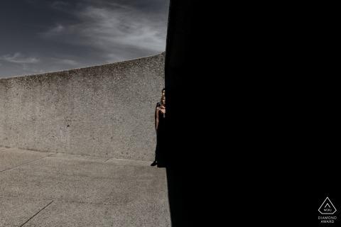 Photographe de fiançailles au Cap Jouer avec les ombres pour créer un contraste