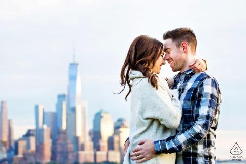 Hoboken New Jersey Engagement Session con lo Skyline della città