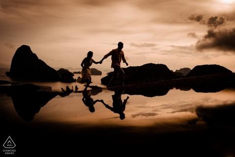 Couple engagé lors de la séance de fiançailles à Sametnangsee, Phang Nga