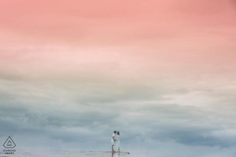 Fotoaufnahme vor der Hochzeit in China mit Reflexion der Liebe