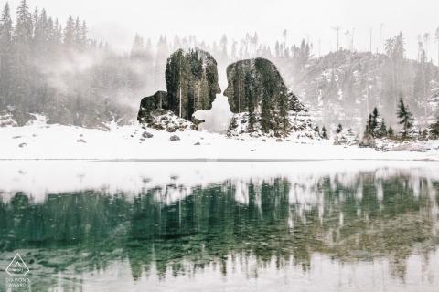 Este retrato de compromiso artístico diseñado por un fotógrafo de Apulia captura la reflexión de las parejas sobre el hielo cerca de Tretino