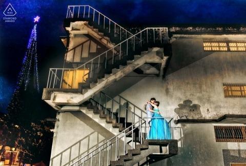 Ein Paar, das sich auf einer Treppe in Hualien küsste, wurde von einem taiwanesischen Verlobungsfotografen gefangen genommen