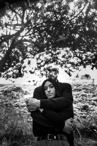Séance de portrait noir et blanc du Pérou avec un couple de fiancés