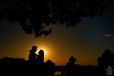 Mogosoaia Lake Engagement Shoot | couple posing in the sunset at mogosoaia lake