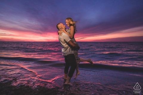 Steps Beach Nantucket Portraits - Coucher de soleil en été et tant d'amour! Séance d'engagement de plage