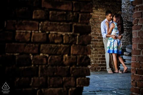Key West Verlobungsfotografie-Session mit Brick Walls