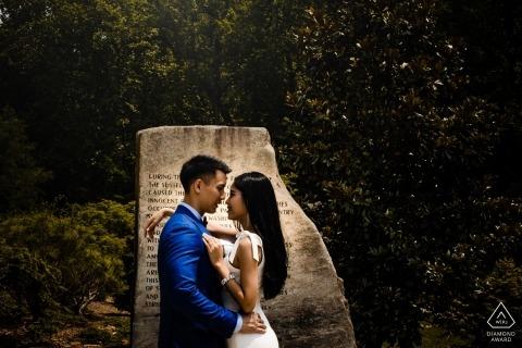 Sessione di ritratto pre-matrimonio di Virginia Brookside Gardens