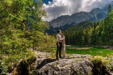 Munique portrait of couple amid nature