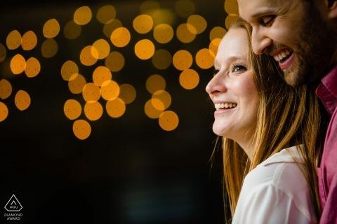 Le photographe de Washington Square Park à Philadelphie a déclaré: Nous étions sur le trottoir en train de filmer quelques lumières scintillantes de l'autre côté de la rue dans une devanture de magasin.