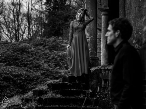 Portrait session in black and white at an old castle in Belgium