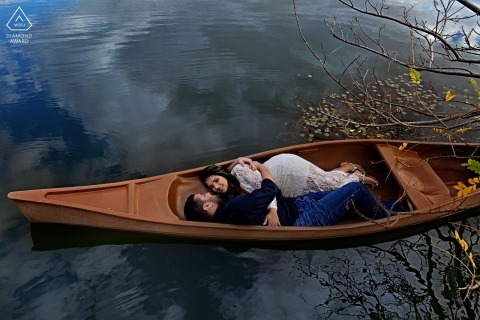 Brazil engagement photographer caught this prewedding portrait of a couple cuddling in a canoe