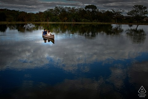 Haras Qualité Pré-wedding Engagement Photo Shoot on the water with couple in canoe/boat.