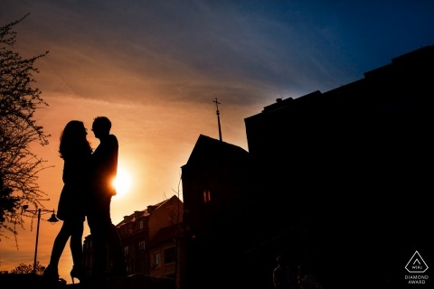 Bucharest Engagement Portraits | The Couple hugs in front of the Anglican Church close to Icoanei Park