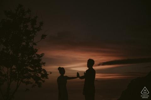 Alila Uluwatu Bali die fotoshoot voorafgaan bij zonsondergang.