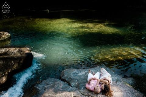 Sao Pedro da Serra verlovingsfotografie aan het water - om thuis te zijn