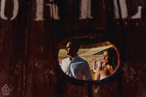 Betrokkenheidsfotografie voor Medina de Rioseco - Portret bevat: licht, profielen, spiegel, reflectie, teken, paar