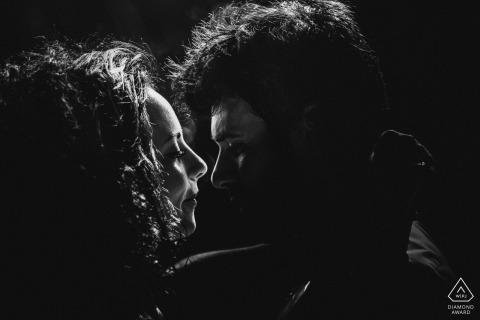 意大利的訂婚攝影|意大利 黑色和白色的輪廓吻