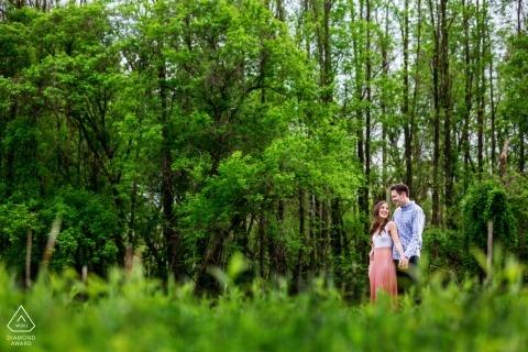 Fotos de compromiso de Frenchtown, Nueva Jersey - El retrato contiene: campo, naturaleza, árboles, pareja
