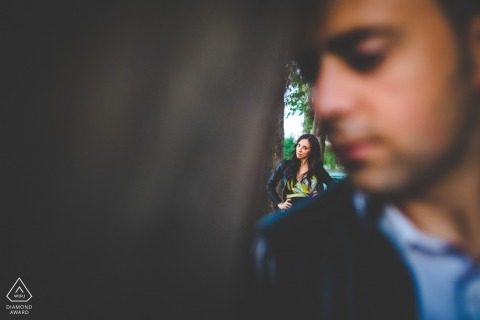 Siracusa Spring in Sicily | Engagement portraits of a couple in the park