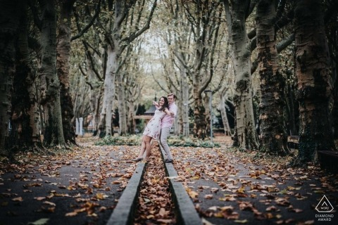 Oberhofenanlage Göppingen Engagement Session | Falling Leaves and Tall Trees