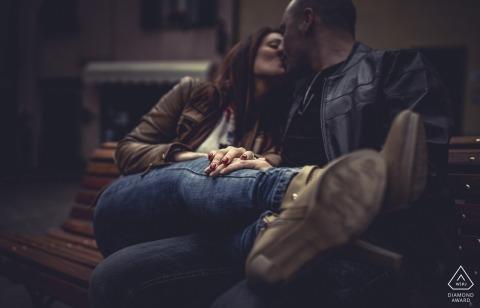 Verlobungsfotografie mit einem entspannten Paar in Ligurien Bolano