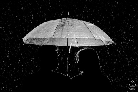 quanzhou silhouette in the rain - couple portraits during prewedding shoot