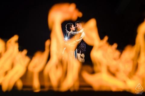 Springfield, VA Retratos calientes con amor y llamas - Sesión de compromiso con fuego