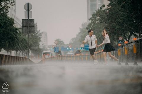 SAIGON, VIETNAM Engagement photoshoot sous la pluie