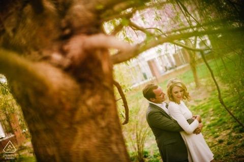 Washington Square Park Philadelphia Verlobungsfotograf: Ich bin aufgestanden, um diese Szene zu sehen. Liebte die Ausdrücke und Farben.