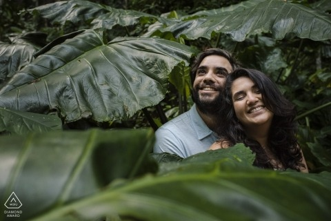 Parque Lage, Rio de Janeiro, Brazil Pre Wedding Portraits | This couple loves nature, see the happiness on their faces