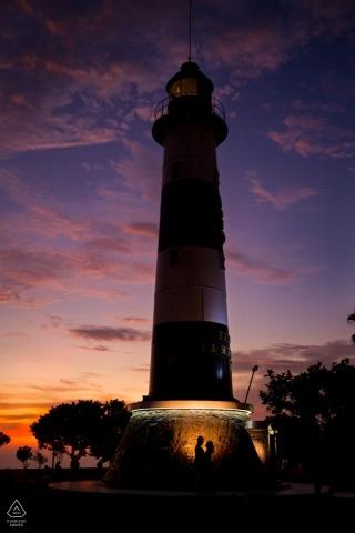 Miraflores sesion w Malecon z latarnią morską o zachodzie słońca