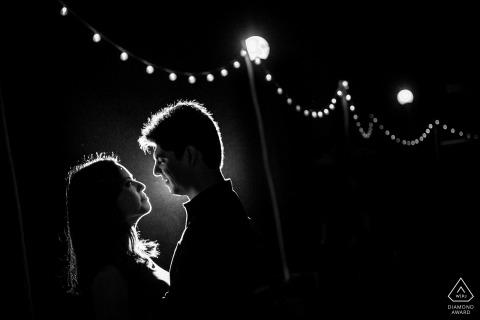 Miraflores Lima Portret pary podświetlenia w nocy ze światłami.