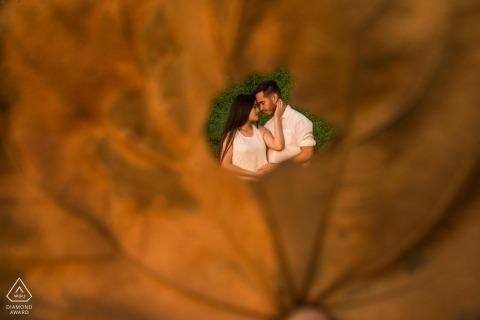 Miraflores Lima E Sesja z parą na trawie - Zastrzelony przez liść