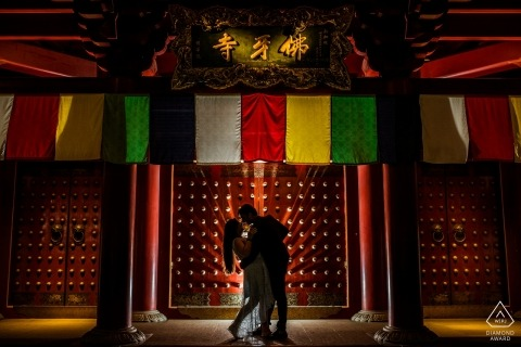 Singapore Pre Wedding Portraits in Red - A Dip & a Kiss in Chinatown
