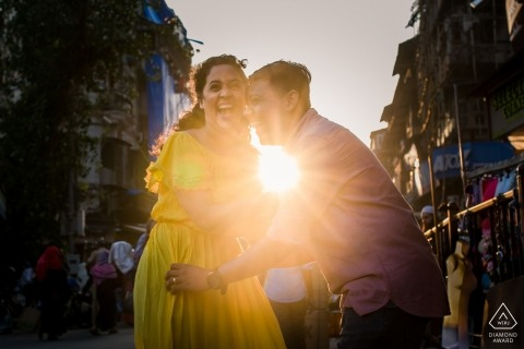 Mumbai Sunshine Love Couple - Portrait in the Streets while Shooting into the Sun