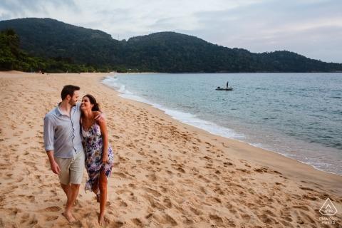 Minas Gerais engagement photographer available for beach portraits.