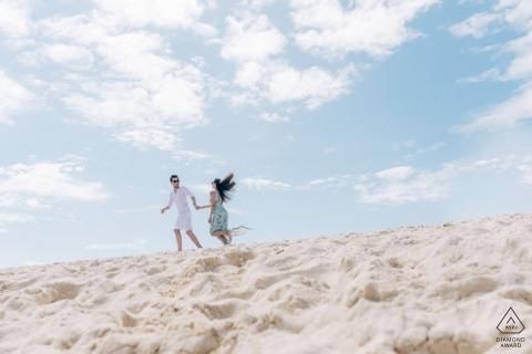 泰國海灘合影-甲米夫婦,繼續在沙灘上奔跑