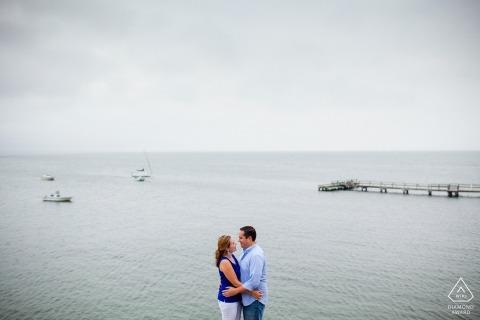 South Dartmouth, MA Engagement shoot met een paar langs de kust