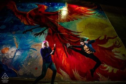 Portrety dzieł sztuki w Minnesocie - para Duluth bawi się przed sztuką
