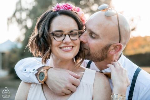 Sesja Zaręczynowa z parą - Portret zawiera: zegarek, okulary, szelki, kwiaty, włosy, okulary przeciwsłoneczne