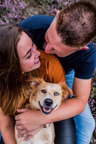 Shoot de fiançailles pré-mariage Zeegse - le plus heureux de tous, bien sûr .. le chien!