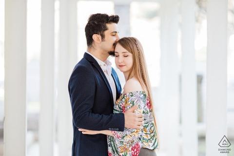Bursa, Turkije engagement pre-wedding shoot van knuffelende liefhebbers