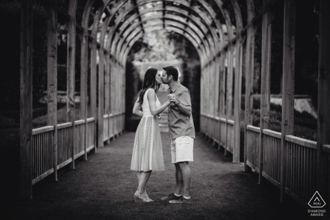 Vignamaggio, Florence, Toscane prewedding fotografie | Betrokkenheidsafbeelding in zwart en wit